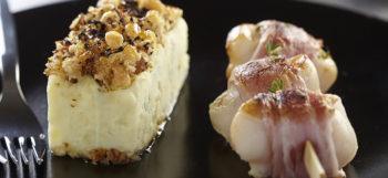 Plat bistronomique par excellence : curable de Ratte du Touquet et brochettes de Saint Jacques bardées de lard