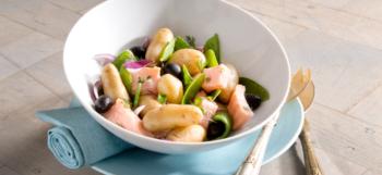 Une délicieuse salade aux pommes de terre Ratte du Touquet et au saumon
