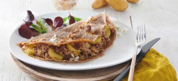 Galette aux pommes de terre, andouillette et sauce moutarde